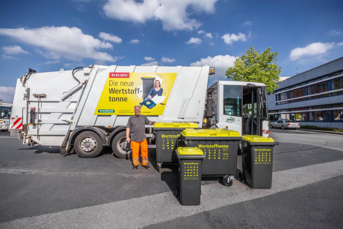 Werstofftonne Bielefeld: Mülltonnen und Fahrzeug