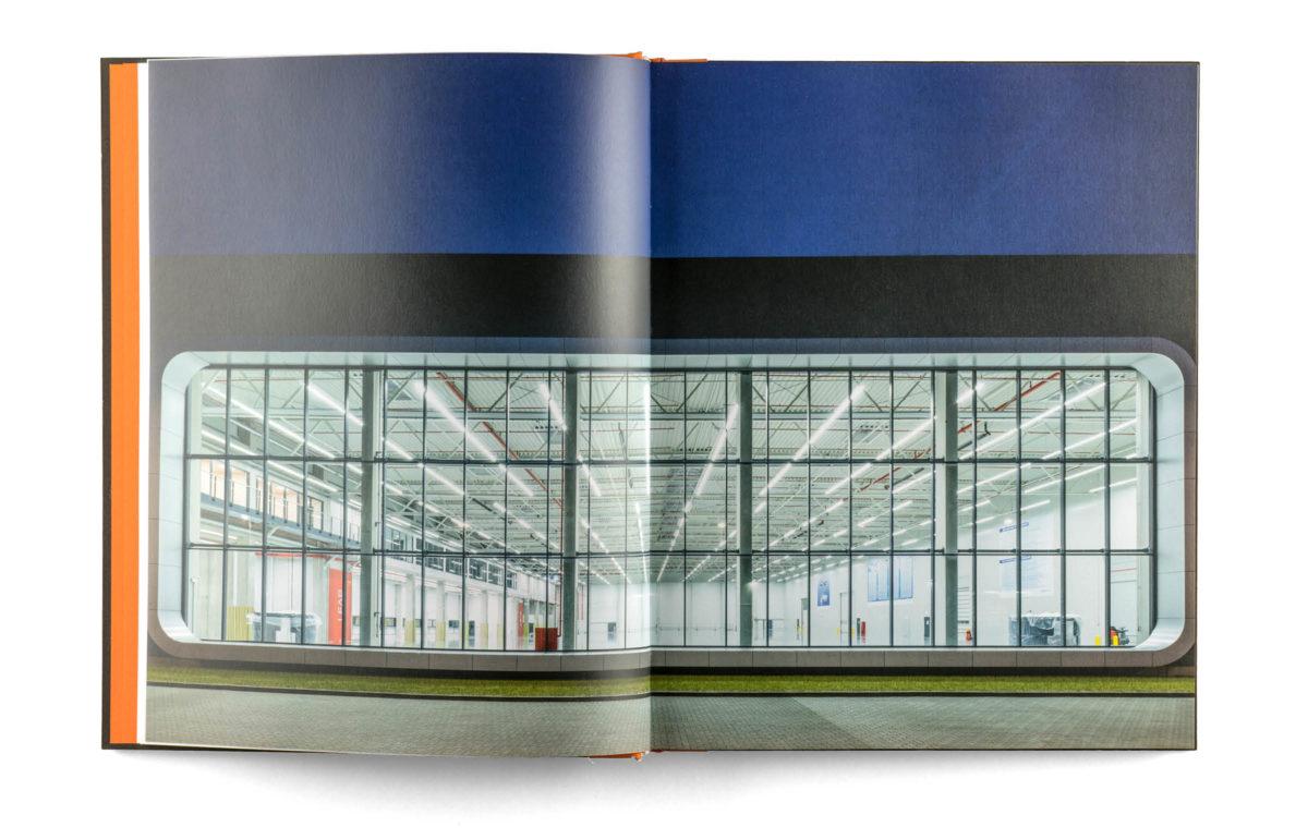 Buchgestaltung: Architektur mit System, Doppelseite mit Vollbild